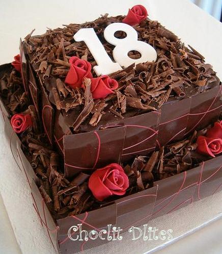 bolo 18 anos chocolate