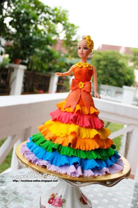 bolo barbie arco iris