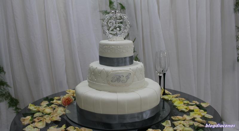bolo bodas de prata decorado