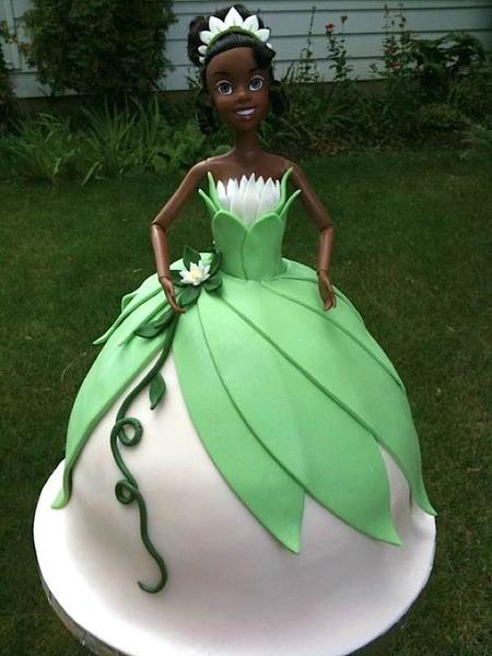 bolo boneca da princesa e o sapo