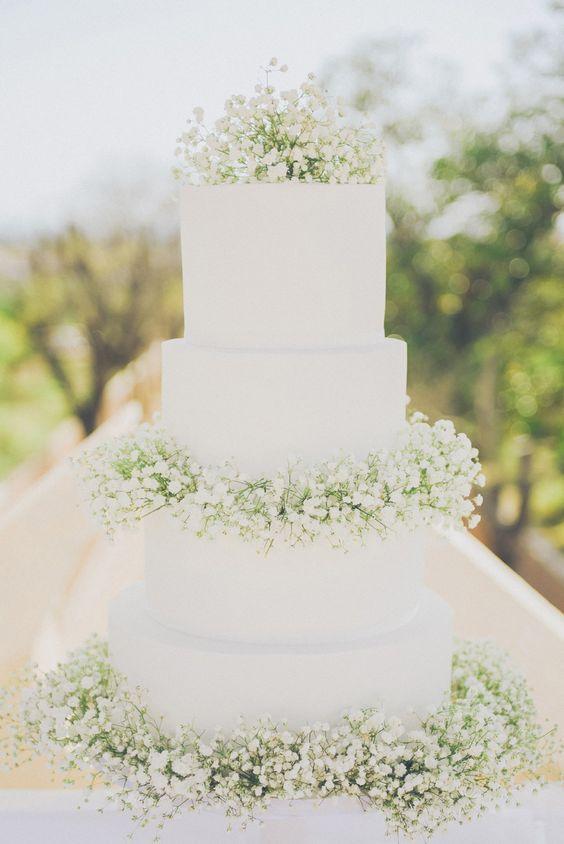 bolo branco casamento flores