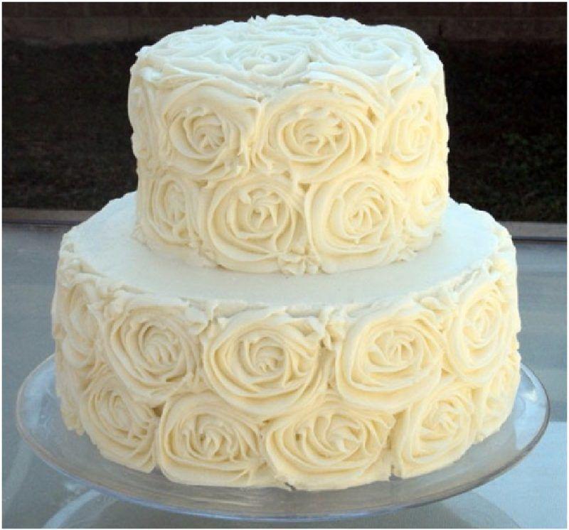 bolo branco chantilly rosas