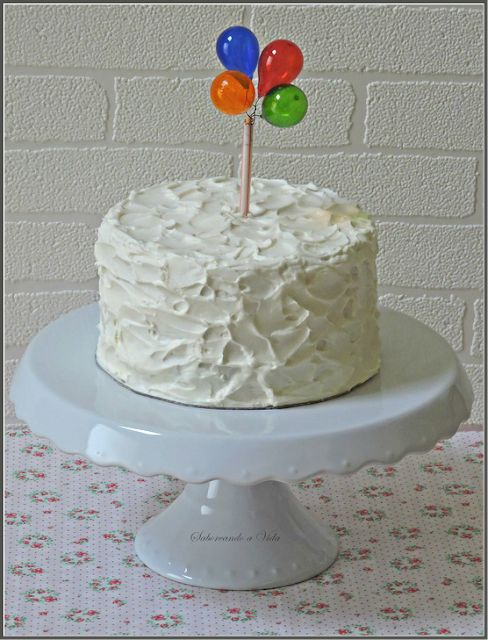 bolo branco chantilly simples