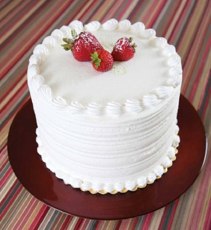 bolo branco confeitado