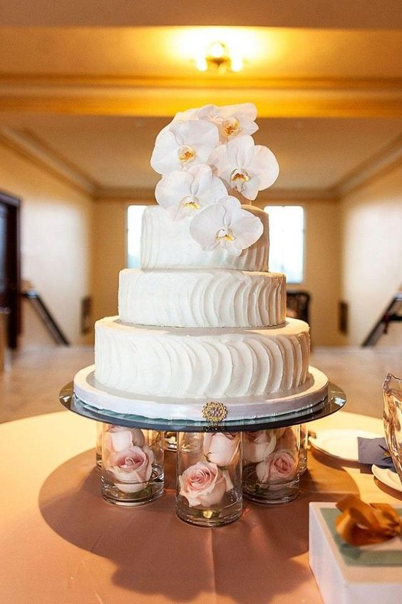 bolo branco flores naturais