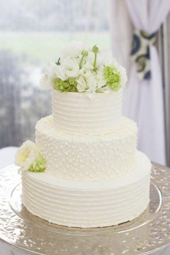 bolo branco flores simples