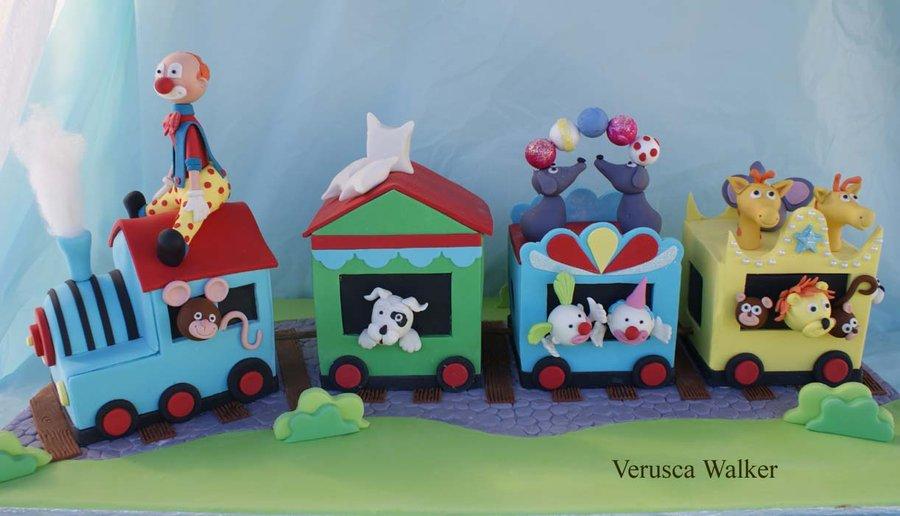 bolo de comboio animais