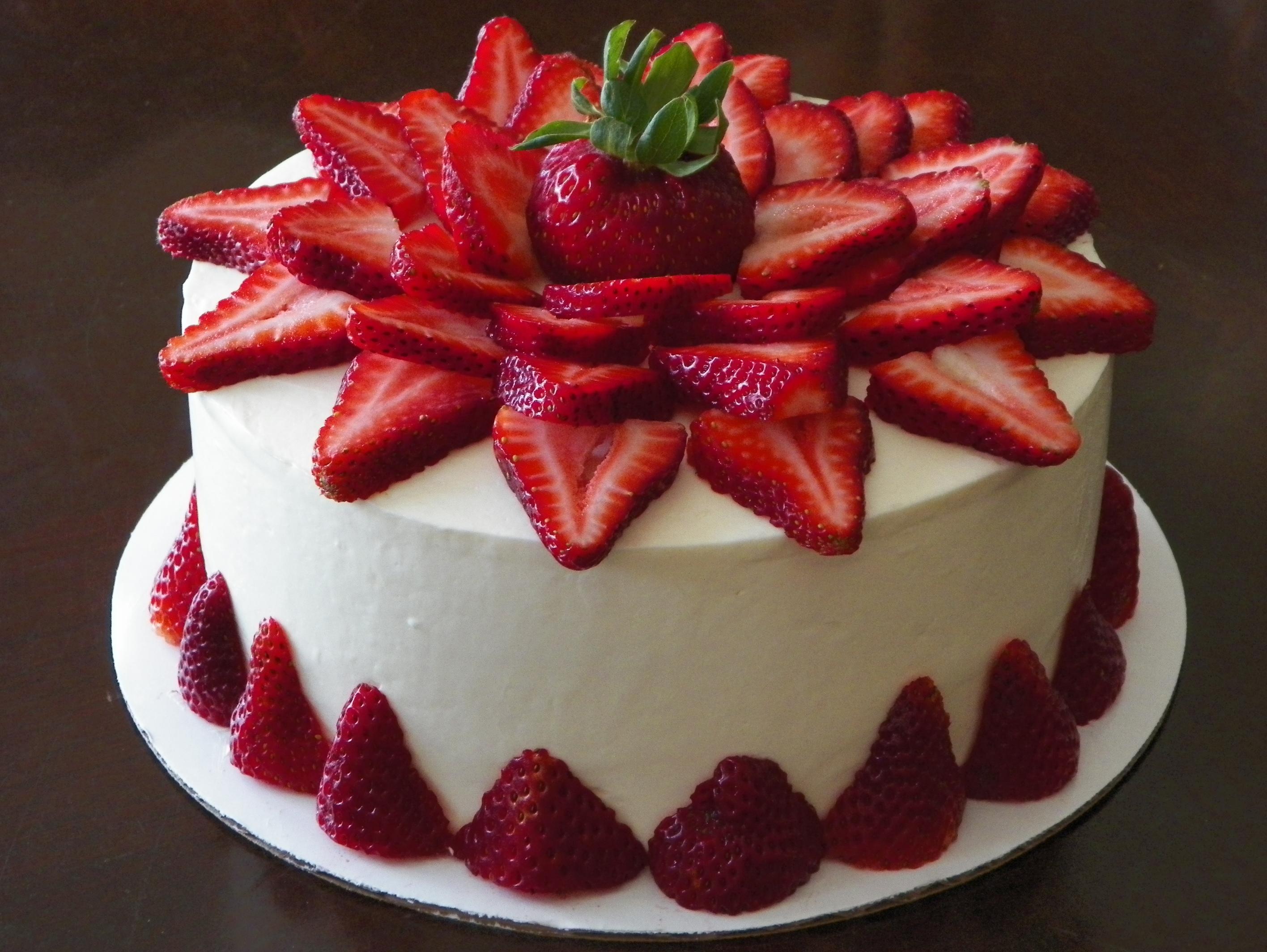 bolo de morango aniversario