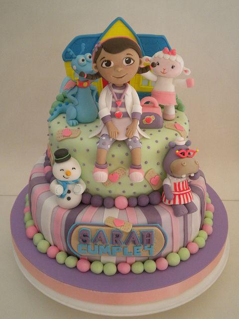 bolo decorado dra brinquedos