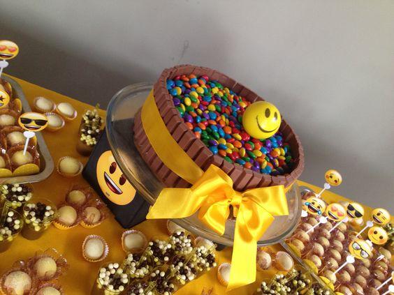 bolo decorado emoji 1