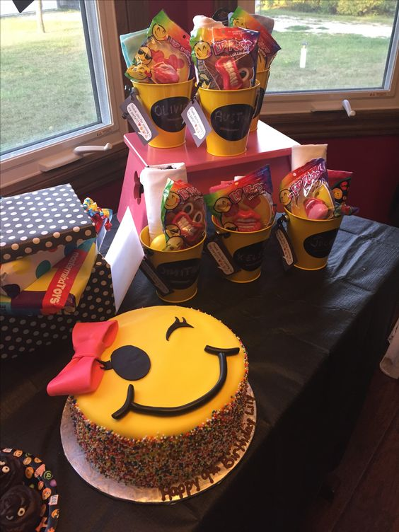 bolo decorado emoji 5