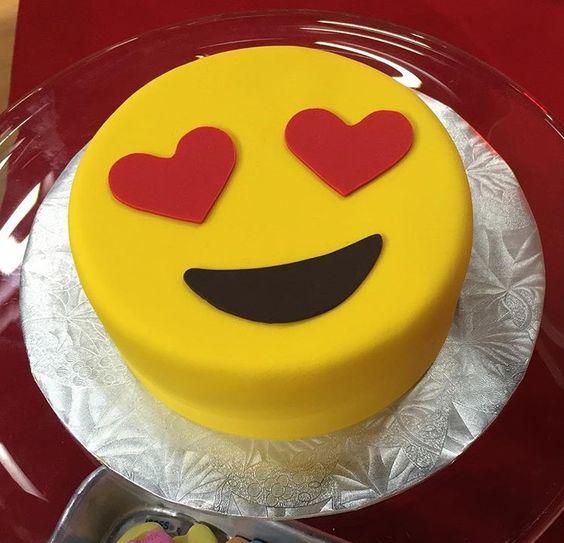 bolo decorado emoji 8