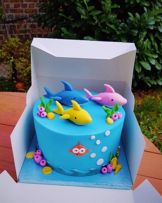 bolo decorado festa baby shark