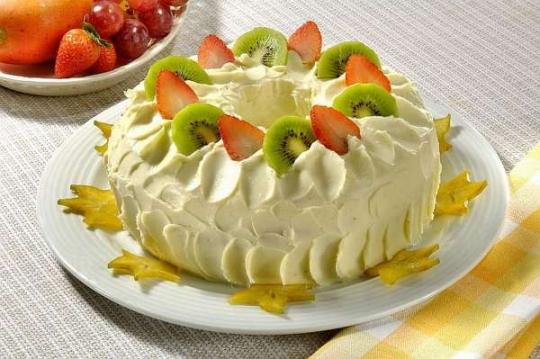 bolo decorado frutas frescas