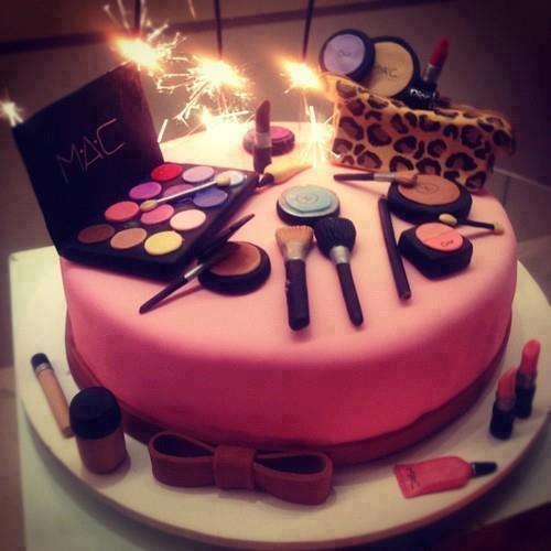 bolo decorado mac maquiagem