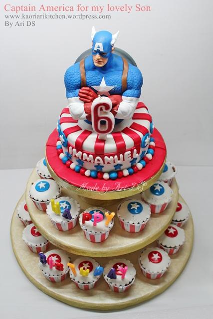 bolo e cupcakes capitao america