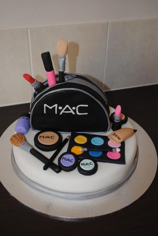 bolo mac maquiagem