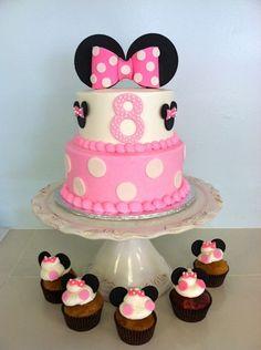 bolo minnie decorado com cupcakes
