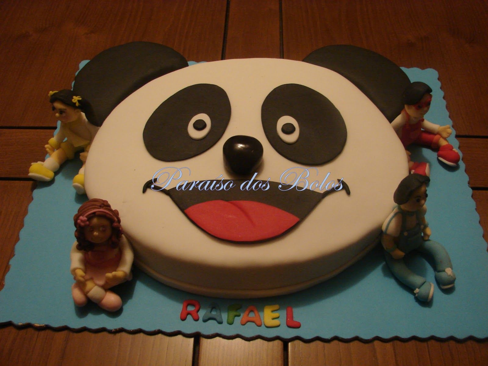 bolo panda e e os caricas