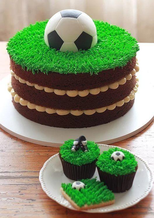 bolos decorados aniversario 8