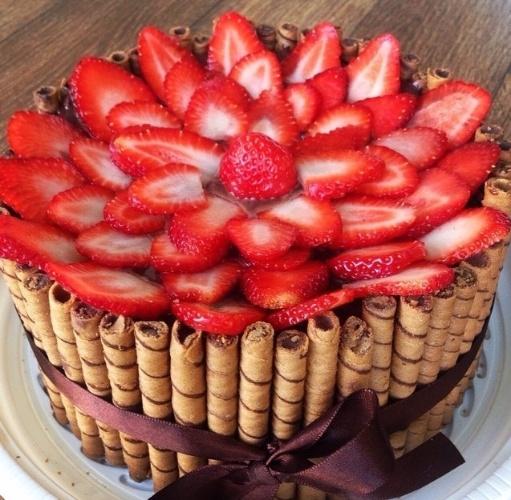 bolos decorados morangos 5