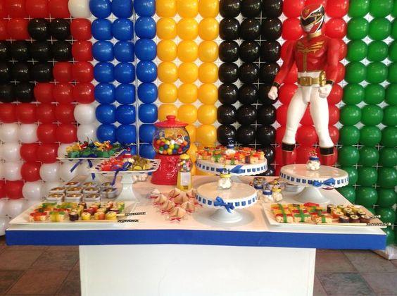 decoração festa Power Rangers colorida