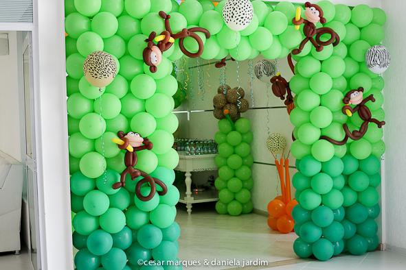 festa selva decoracao bexigas