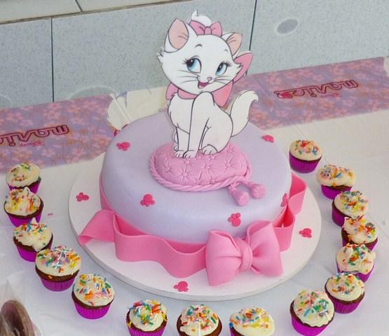 gata marie bolo aniversario