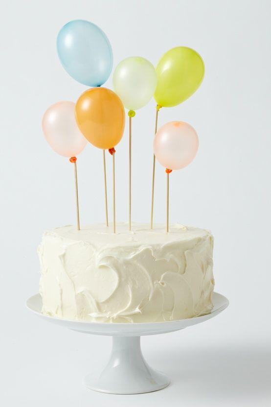 ideias decorar bolos feitos baloes