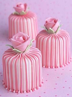 mini bolos rosa