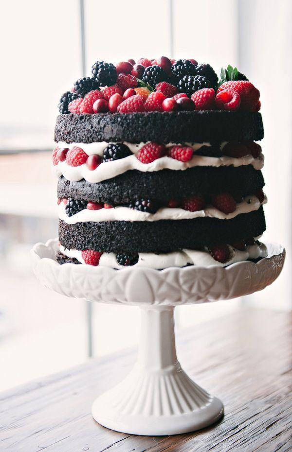 naked cake chocolate e frutos vermelhos